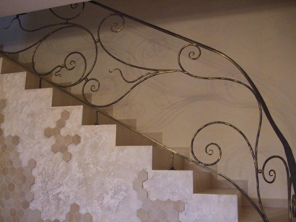 Кованые перила лестницы