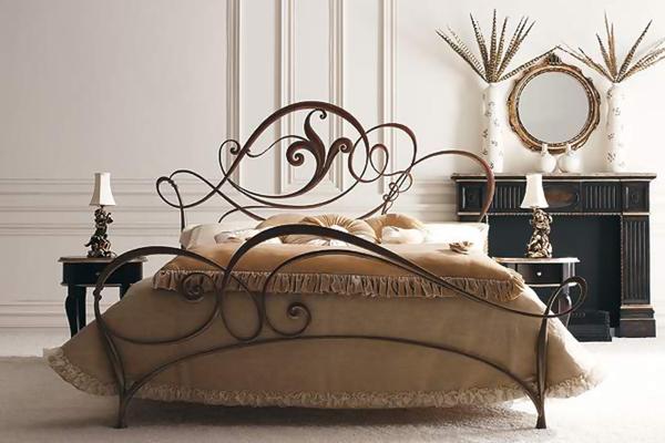 Кровать ручной работы с цветком