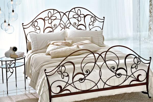 Кровать художественная ковка