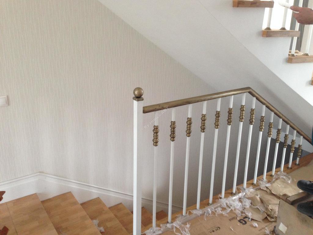 Ограждение лестницы из балясин