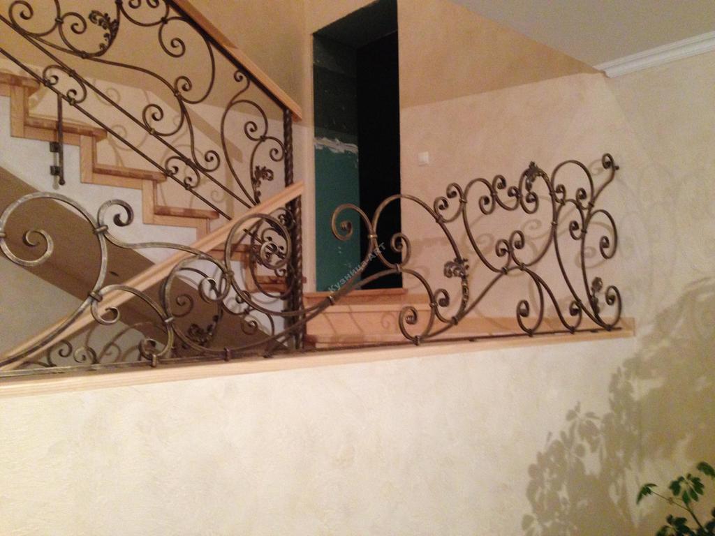 кованая лестница с боковым креплением