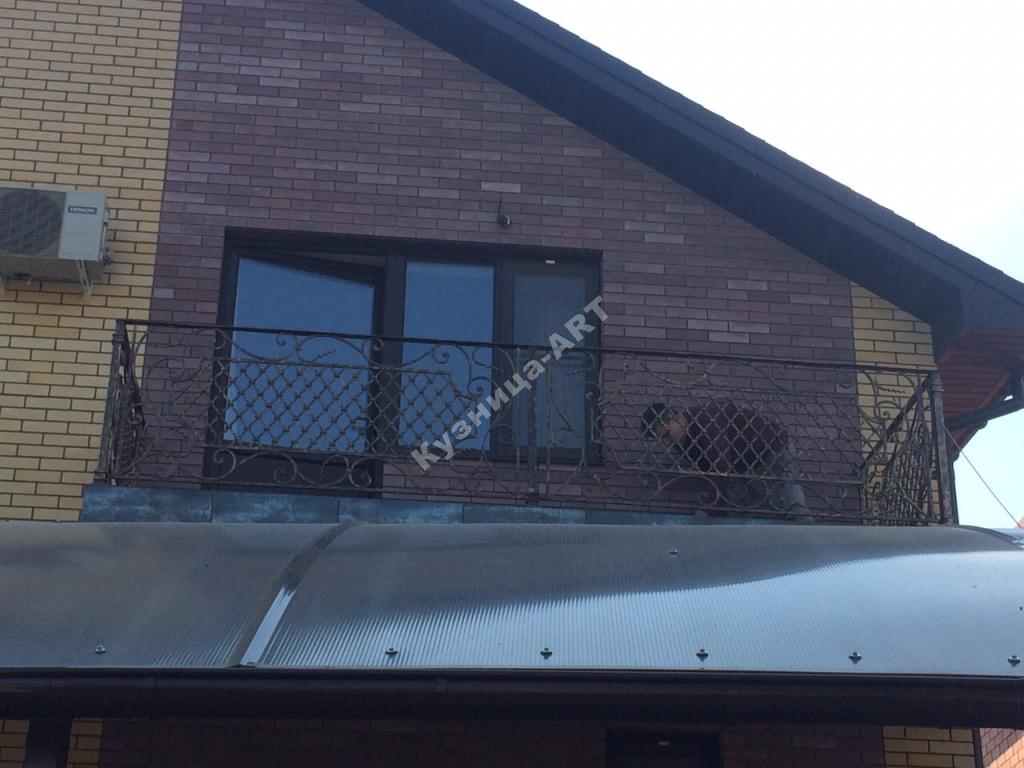 Кованый балкон с французской сеткой