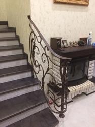 Перила кованые для лестницы в доме
