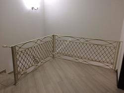 """""""Французская сетка"""" перила для лестницы в дом"""