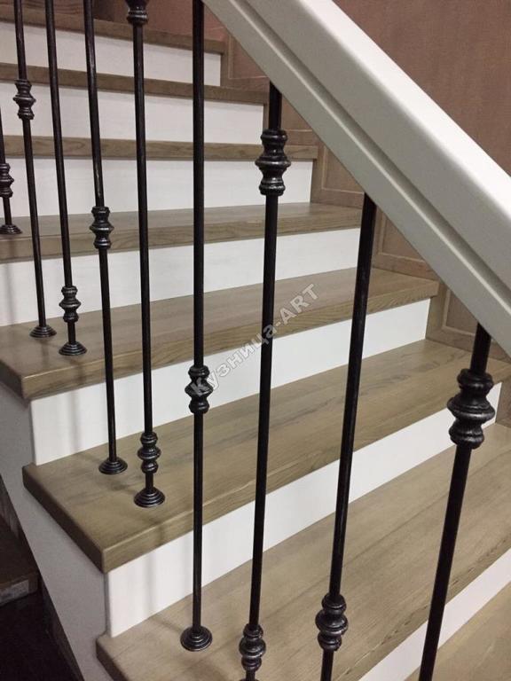 Перила для лестницы из кованых балясин