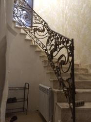 Винтовые перила для лестницы на второй этаж