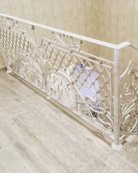 Кованые перила для лестницы с французской сеткой
