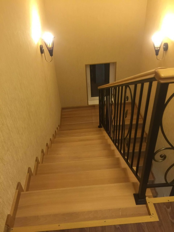 Перила для лестницы с элементами ковки