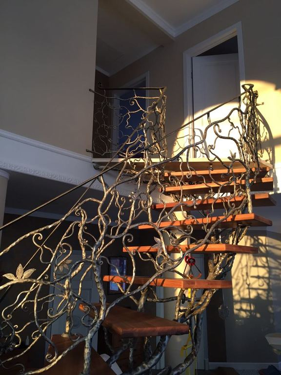 Кованая винтовая лестница