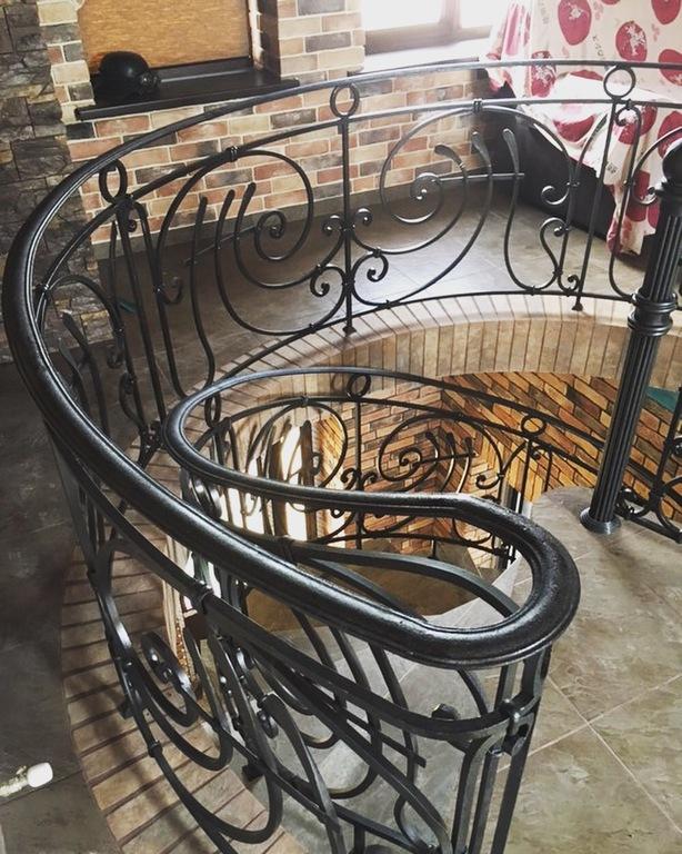 Кованые перила для винтовой лестницы