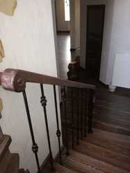 Перила с деревянным поручнем