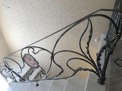 Эксклюзивные кованые перила с витражным стеклом