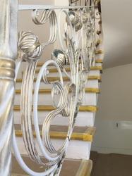 Кованые перила для лестницы с цветами