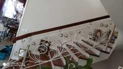 Классические кованые перила с цветами