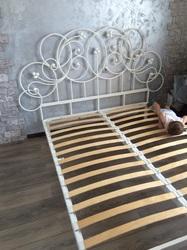 Кованая кровать в классическом стиле