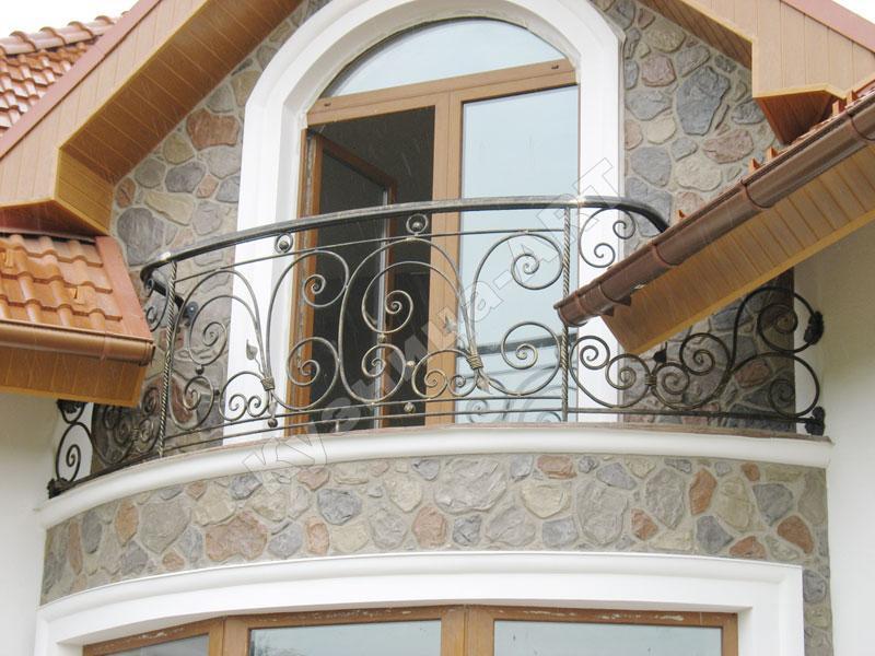 Балкон с ковкой