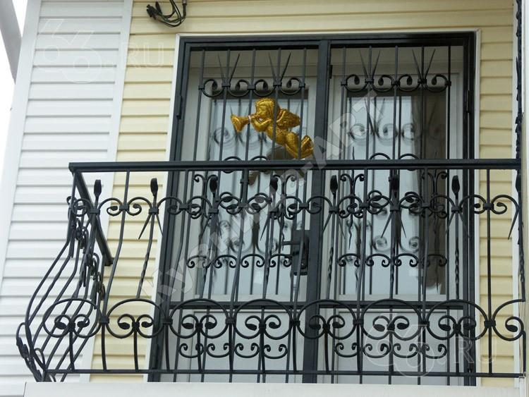 Ограждение балкона с ковкой