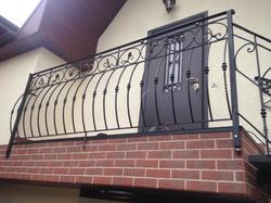 Выпуклый кованый балкон