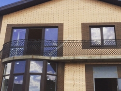 Кованый балкон с французской сеткой, 2 плоскости