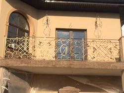 Классический балкон кованый