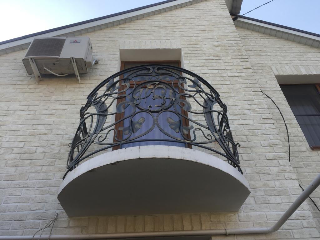 Кованый балкон по эскизу дизайнера