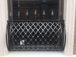 Французский балкон из сетки