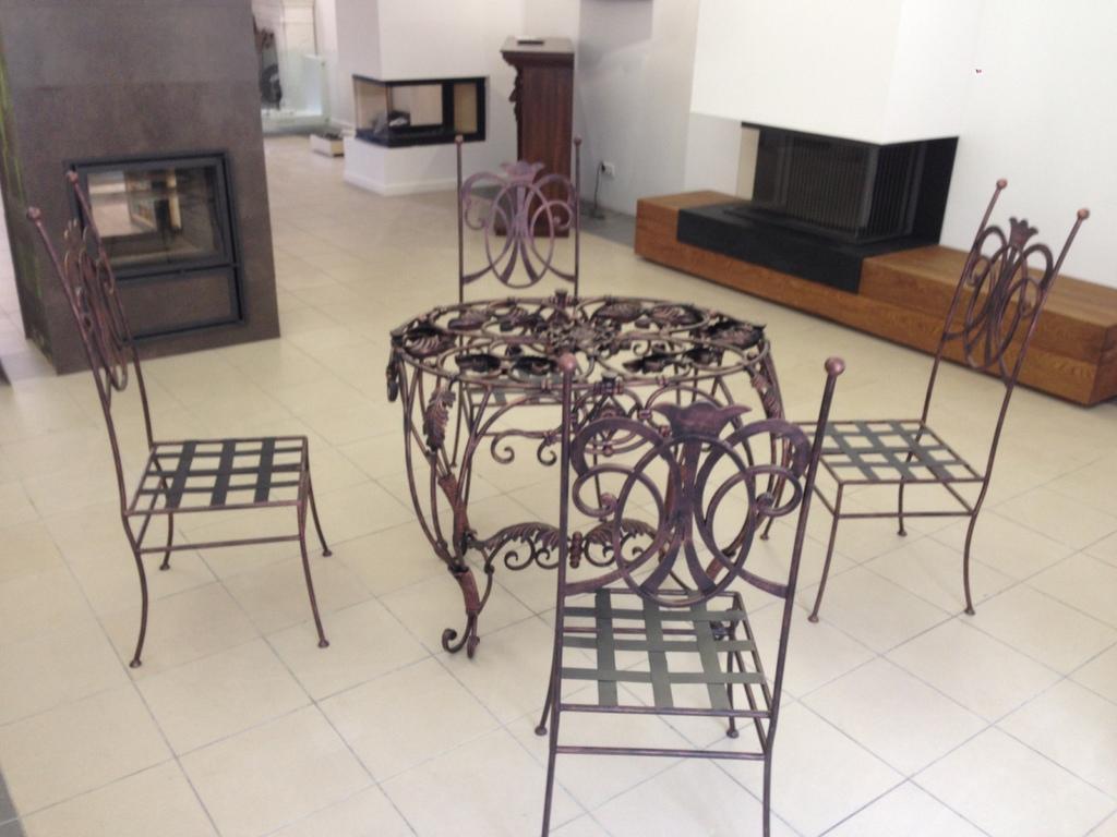 Красивый кованый стул