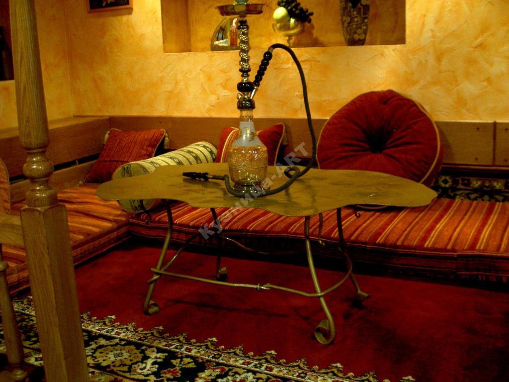 Кованый кальянный столик