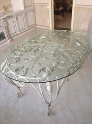 Эксклюзивный кованый стол со стеклянной столешницей