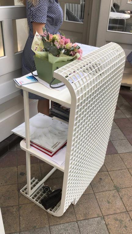 Стойка администратора для ресторана или кафе