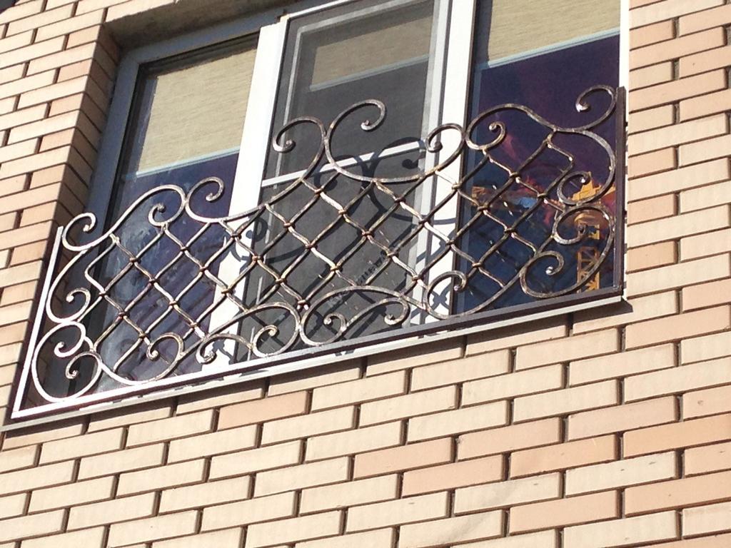 Кованые решетки с французской сеткой