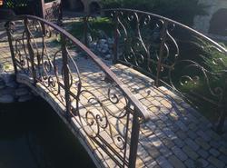 Кованый мостик с классическим рисунком