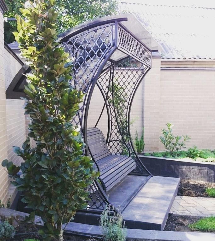 Кованые качели в сад
