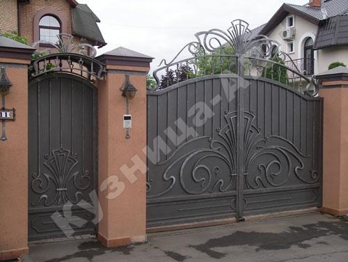 Кованые уличные ворота