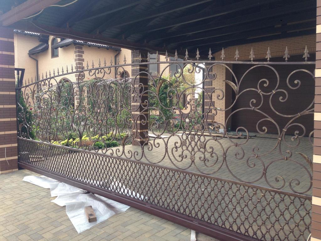 Эксклюзивные кованые ворота, забор и калитка.