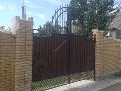 Кованые ворота с деревом(лиственница)