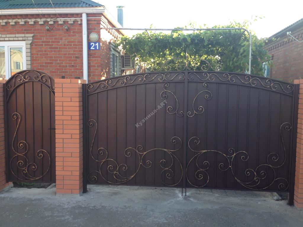 Кованые ворота с лёгким рисунком