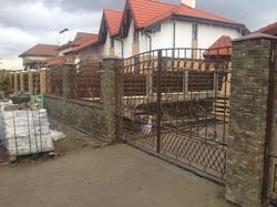 Кованые ворота, калитка, секции из пробитого вручную квадрата