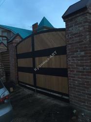 Кованые ворота и калитка с деревом