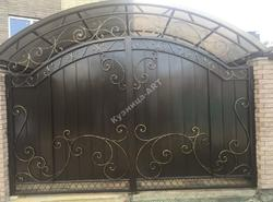 Классические кованые ворота и калитка
