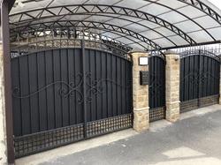 Кованые ворота и калитка в классическом стиле
